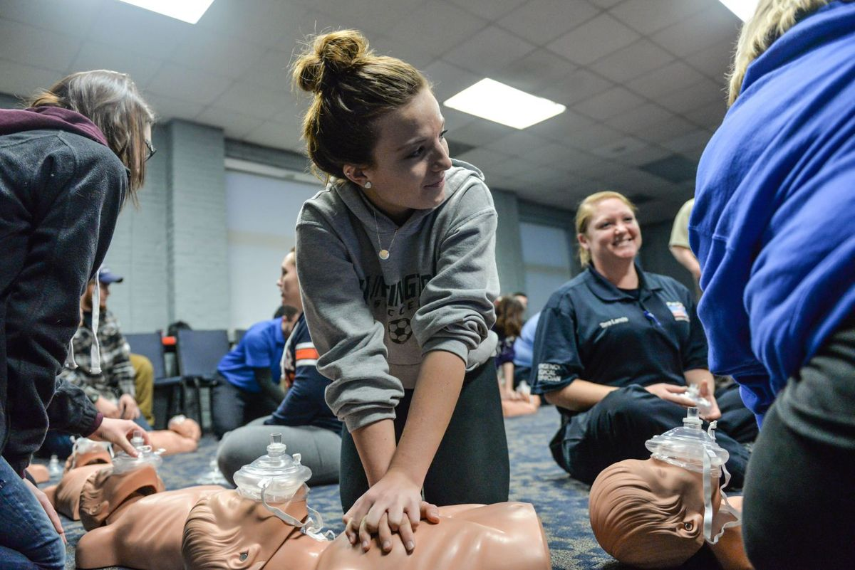 High School Students Take Emt Training Cabell County Emergency